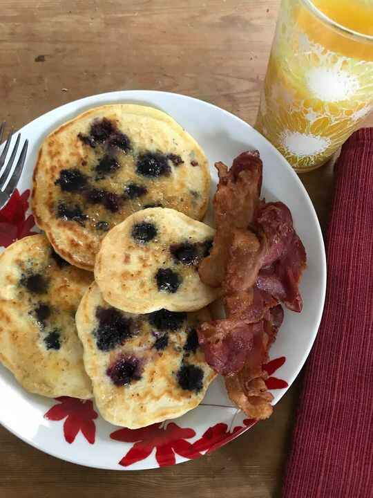 Here's a shot of this week's comfort food pairing - blueberry pancakes and a side of crispy bacon. I know it doesn't loo...