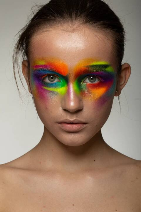 To what event would you wear eye makeup like this?