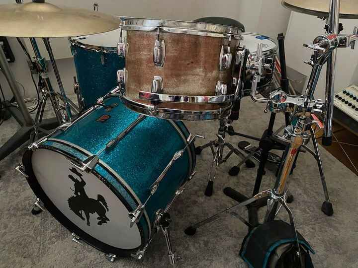 Mario got the 1969 12 inch Ludwig rack tom from the Lakeside Lounge NYC cleaned up and humming with the rim mount (on th...