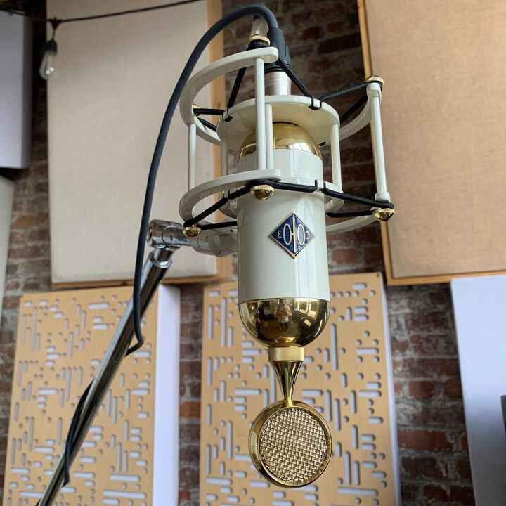 Today's vocal chain 017 Tube from @soyuzmicrophones > @hairballaudio Lola pre > hand built UA 176 > vintage Pultec EQP1A...